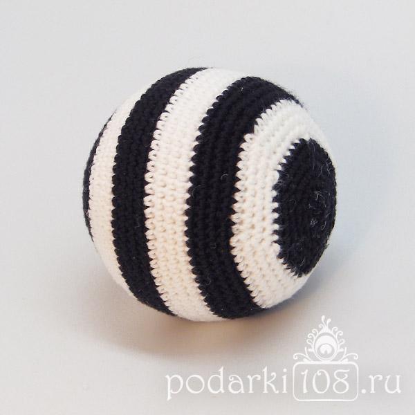 Вязаный мяч-погремушка Зебра
